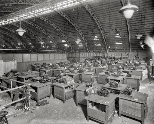 Une salle de presse en 1920