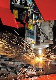 Une machine de découpe de métal au laser